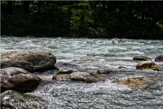 majestic-Lidder-River-Pahalgam-2