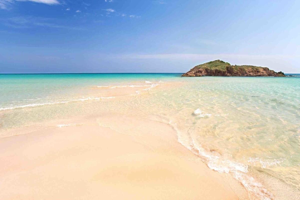 einsamer Strand auf Sardinien