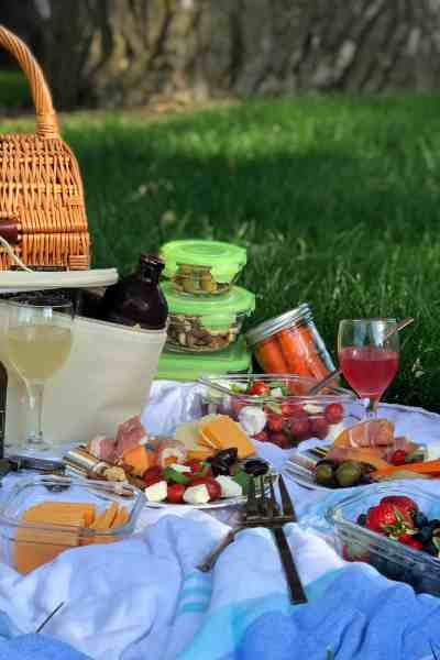 How to Pack the Perfect Picnic with KYLA Hard Kombucha #Sponsored