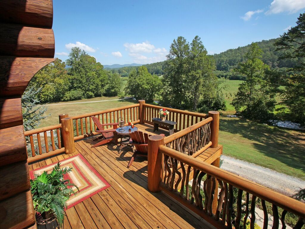 mix of natural and round wood railing with large natural posts