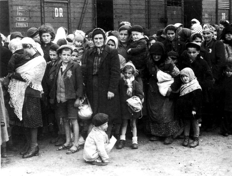 Photo of Hungarian Jews arriving at Auschwitz in May 1944. Photo by Bundesarchiv, Bild 183-N0827-318 / CC-BY-SA 3.0, CC BY-SA 3.0 de, https://commons.wikimedia.org/w/index.php?curid=5367208