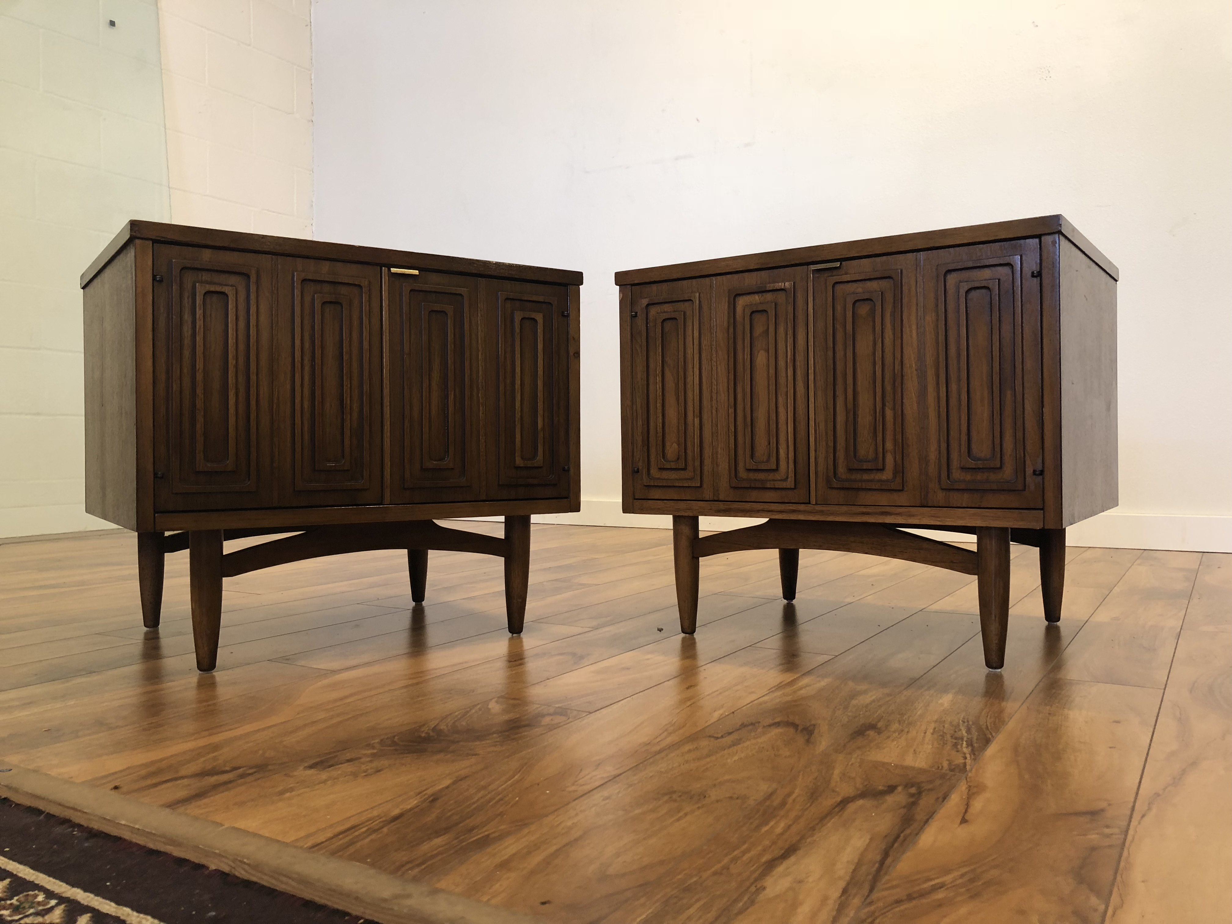 Sold Broyhill Sculptra Nightstands Pair Modern To Vintage
