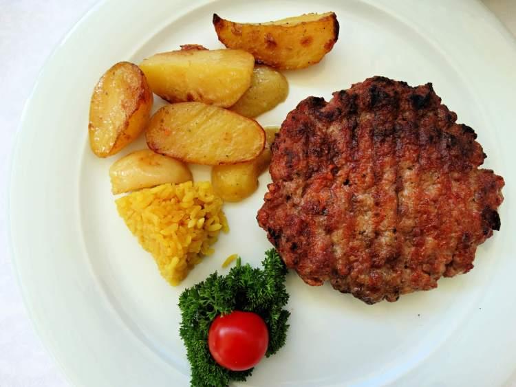Best Balkan Food Pleskavica-fries