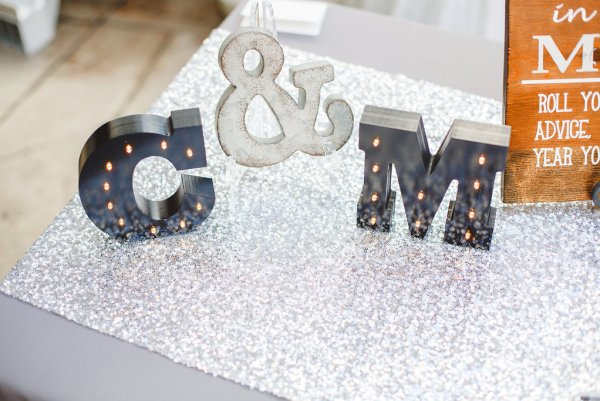 mixed metals wedding