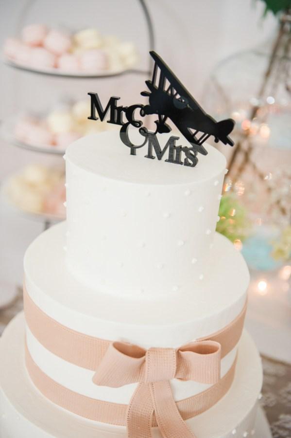 flight-themed wedding