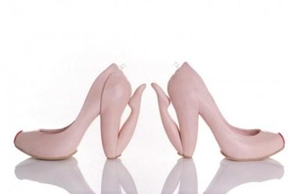 570---.kobi_levi_blow_shoe_women_on_knee_3