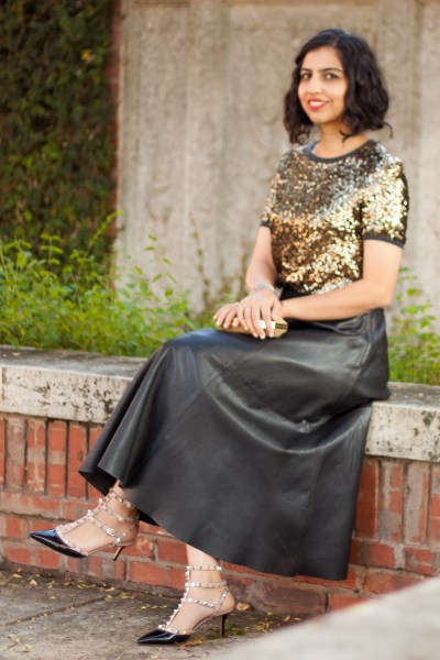 leather outfit ideas midi skirt sequin top