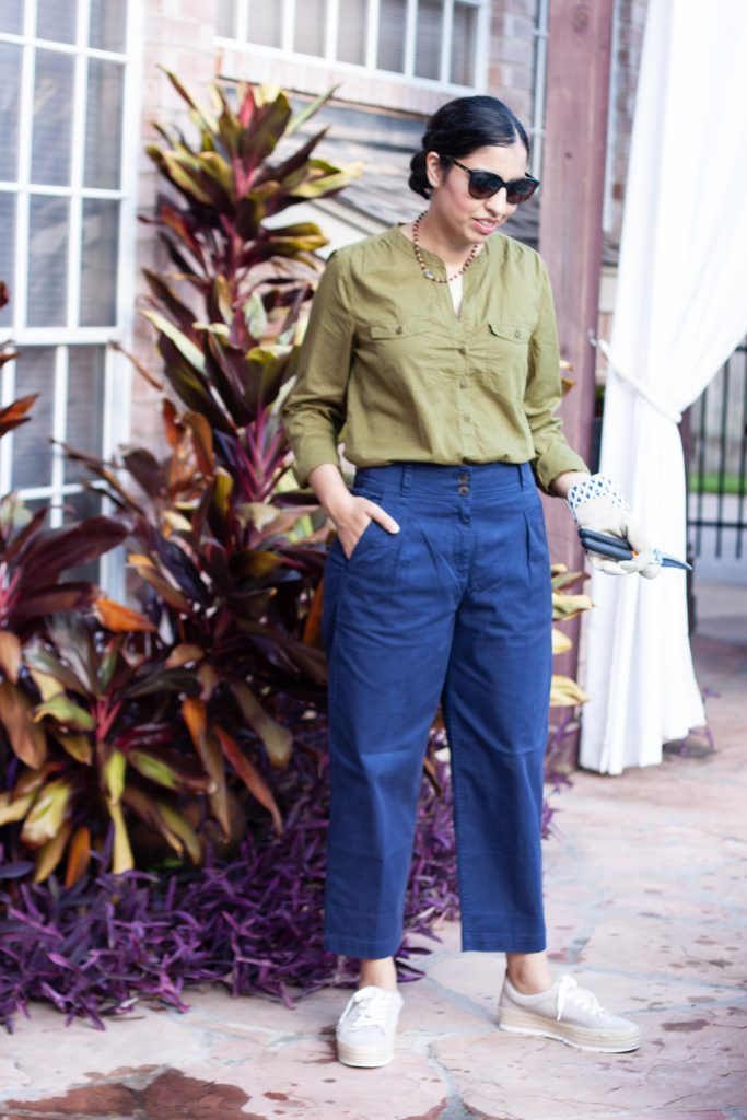 casual summer outfit olive green popover shirt with navy chinos