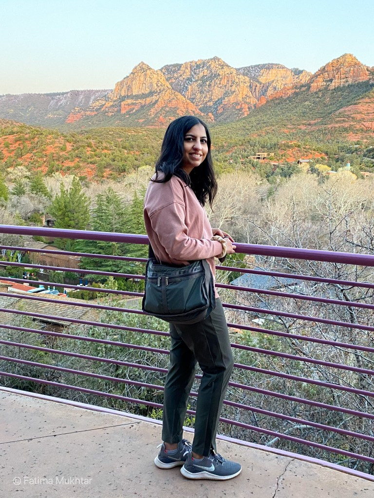 two days in Sedona hiking outfit pink sweatshirt athleta brooklyn jogger and tennis shoes