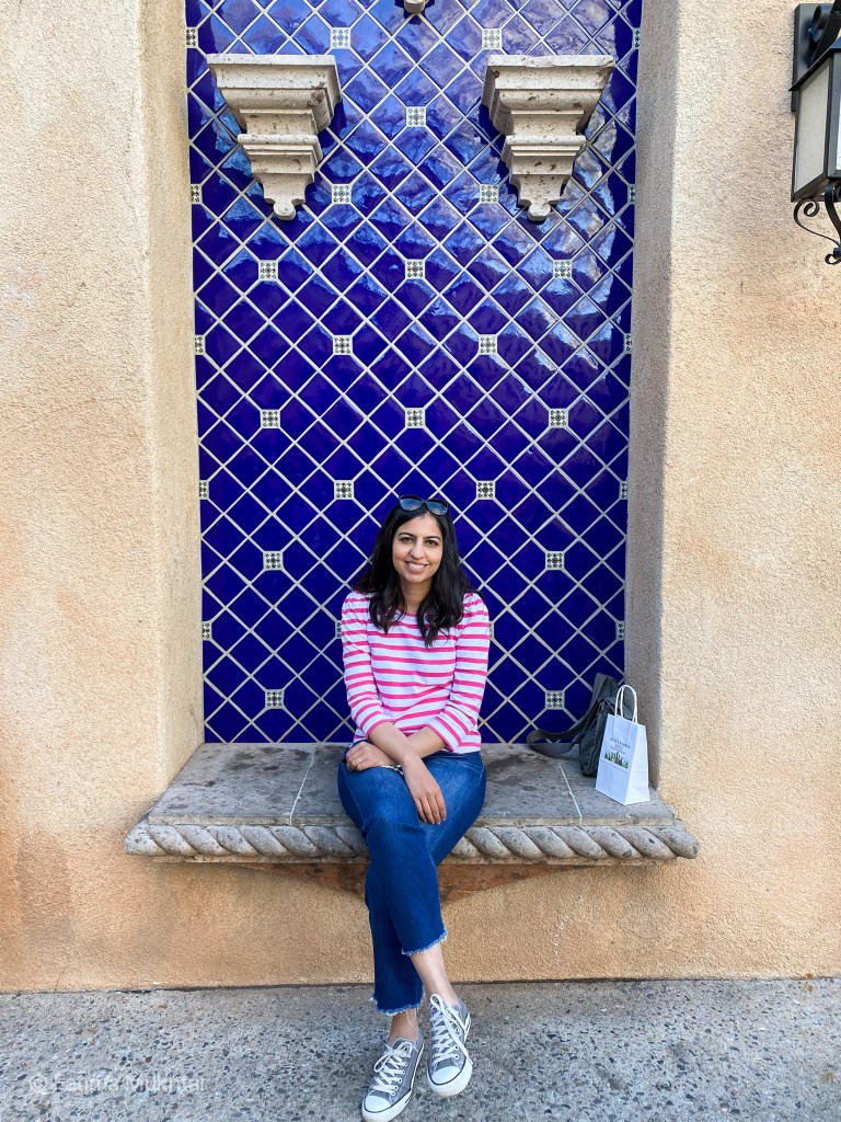 two days in Sedona outfit striped t-shirt baggy jeans and converse all stars