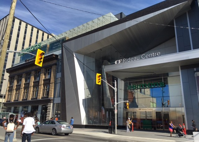 Simons Ottawa now open in newly renovated CF Rideau Centre ...