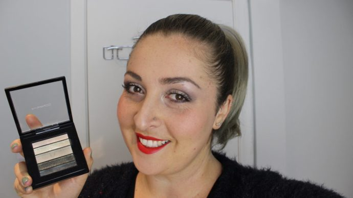 holiday-glam-makeup-tutorial-with-mac-cosmetics-greenluxe-eyeshadow-smokey-eye-red-lip