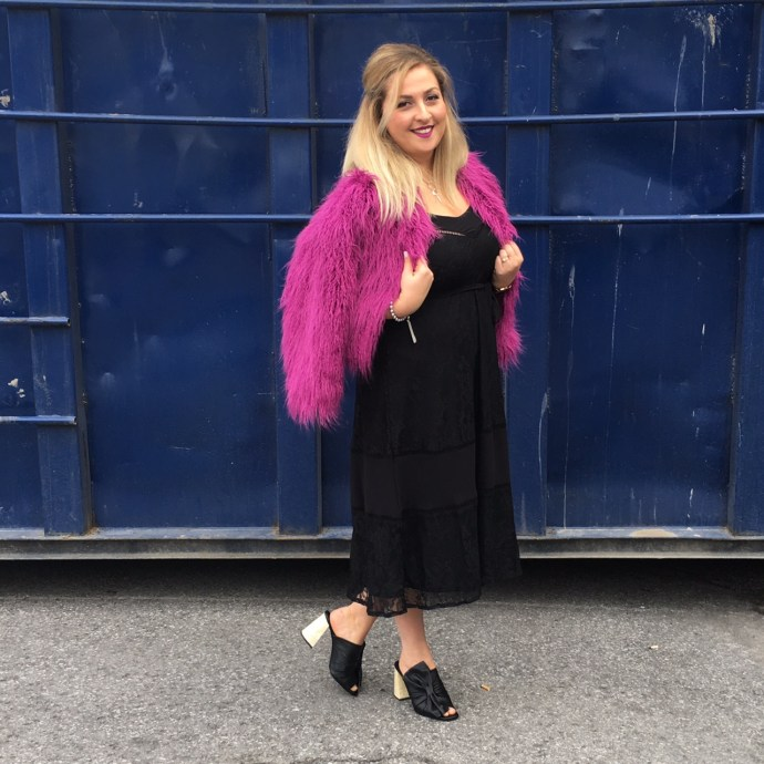 plus-size-holiday-party-looks-featuring-addition-elle-ottawa-fashion-blog-mode-xlusive-blogger-chantal-sarkisian-pink-puffy-coat