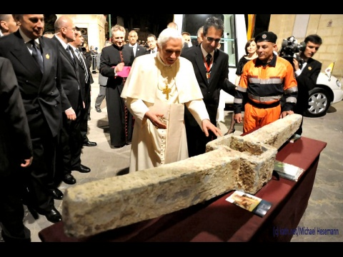 pápež Benedikt a kotva sv. Pavla