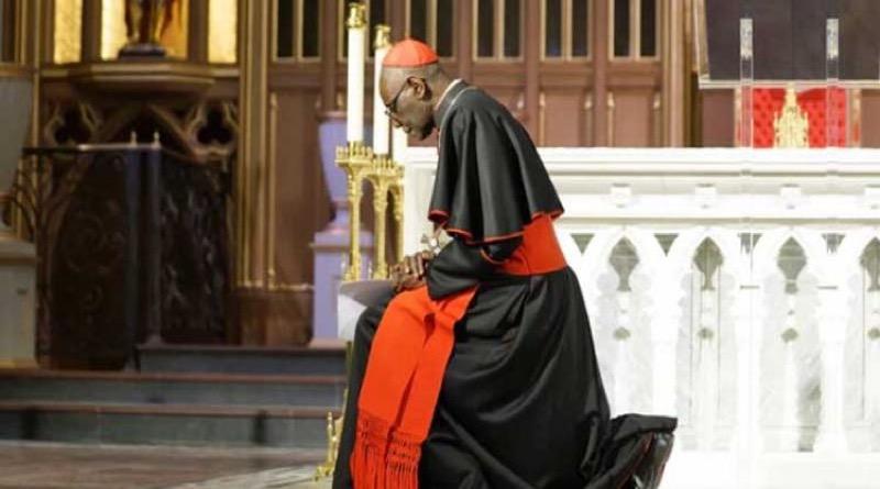 Kardinál Sarah: Človek na kolenách je mocnejší ako svet