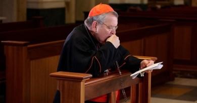 Kardinál Burke: vďačný za uzdravenie a modlitbu ruženca