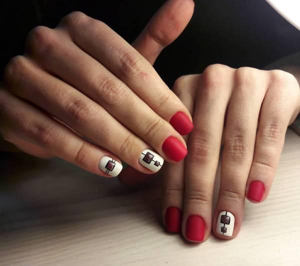 Красивый маникюр на короткие ногти красного цвета