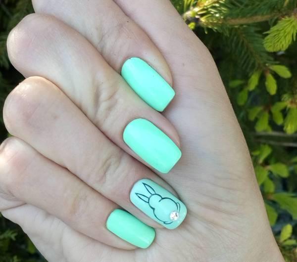 Летний светло-зеленый маникюр на длинные ногти