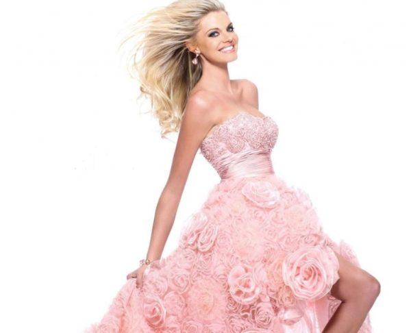 Модная одежда с воланами и цветами из ткани