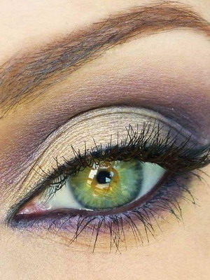 What color of the shadows to what eye color is like 17