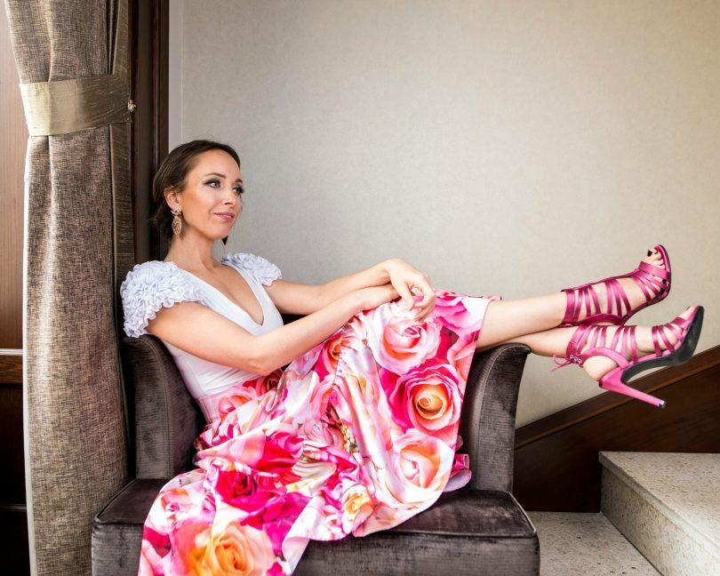 Kvetovana sukna_spolocenska sukna_modny blog_blogerka_spolocensky outfit_ruzova_sandale