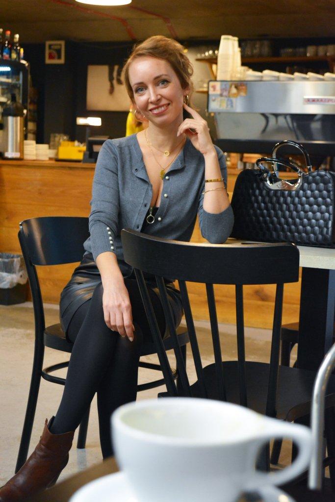 Neutralne farby ako nosit kombinovat blog blogerka modny tucet kaviaren sedy sveter cierna sukna kava
