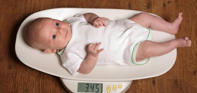 كم وزن الطفل في الشهر الثاني موضوع