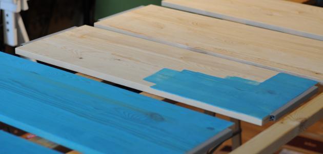 كيف أدهن الخشب موضوع