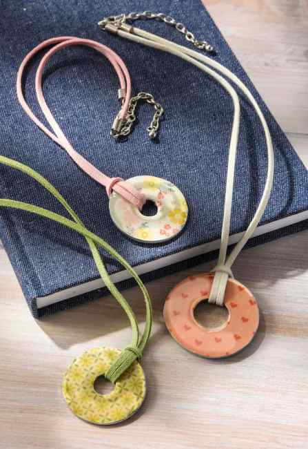 Learn how to make washer necklaces using Mod Podge and Dimensional Magic. These are SO easy and great for kids and adults!