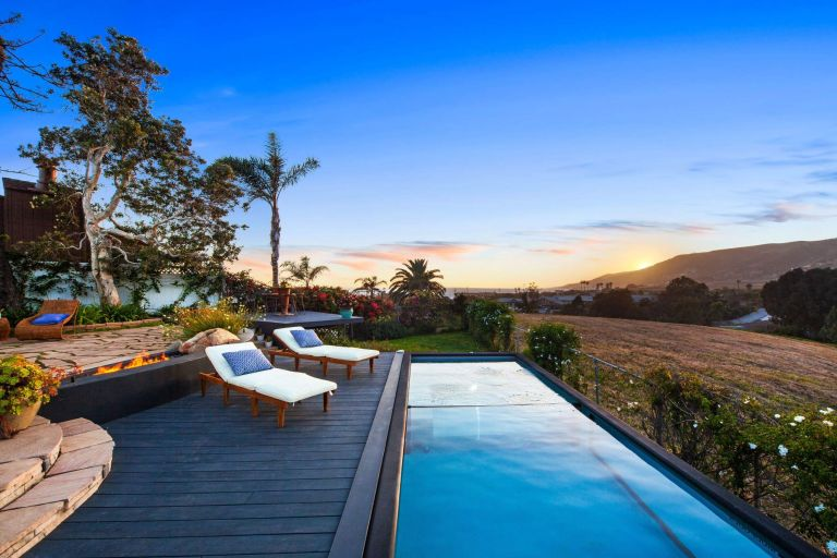 container pool brings a luxury experience to a Malibu home