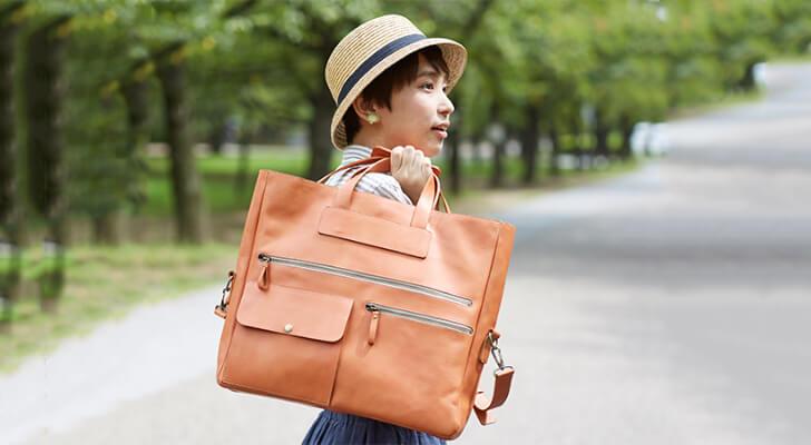ポケットが多いので小さものをたくさんあつかう女性にもおすすめの革の3Wayバッグ