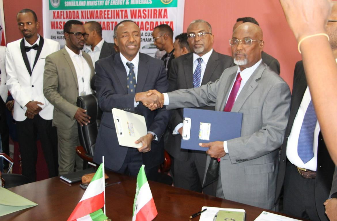Somaliland:Hon Hussein Abdi Dualeh handover the portfolio to the newly appointed Minister of Energy Hon Jama Mohmud Egal