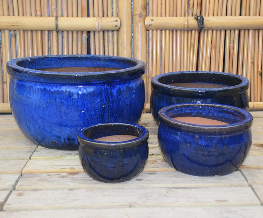 mørk blå glaseret havekrukke