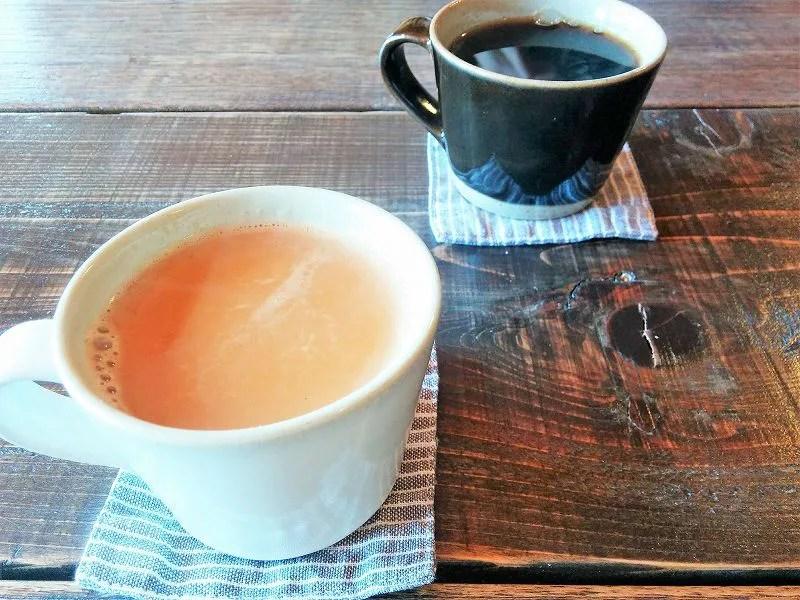ランチタイムはコーヒーかチャイ(プラス100円)がセット