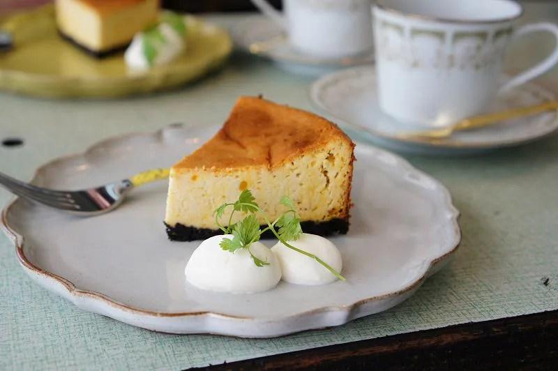 cafe pool(カフェプール)のかぼちゃのベイクドチーズケーキとホットティ―