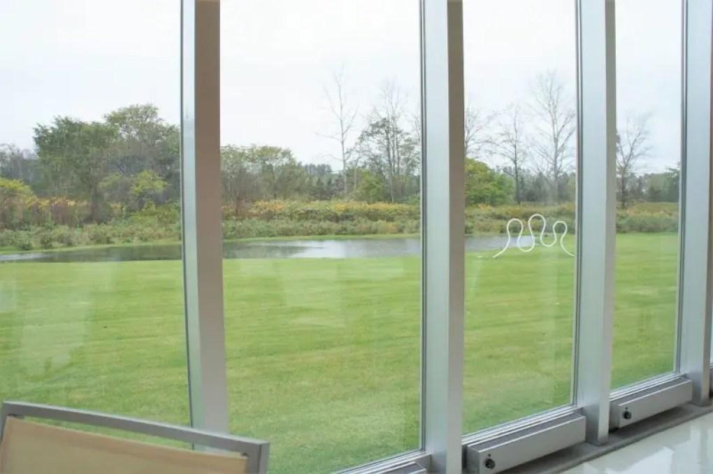 六花の森にある「ロッカフェ」の窓からの景色
