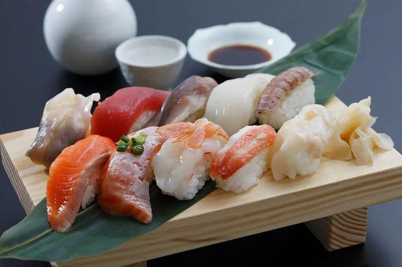 """新鮮な海産物を使った """"寿司"""""""