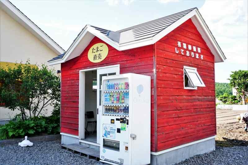 コッコテラス横には24時間販売の自販機が設置