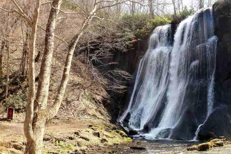 滝野すずらん丘陵公園内にある 鱒見の滝