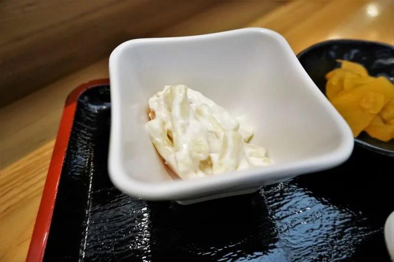 串鳥三番街店のコロッケ定食の小鉢(マカロニサラダ)