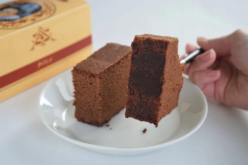 チョコラーテをフォークでさして裏返したようす