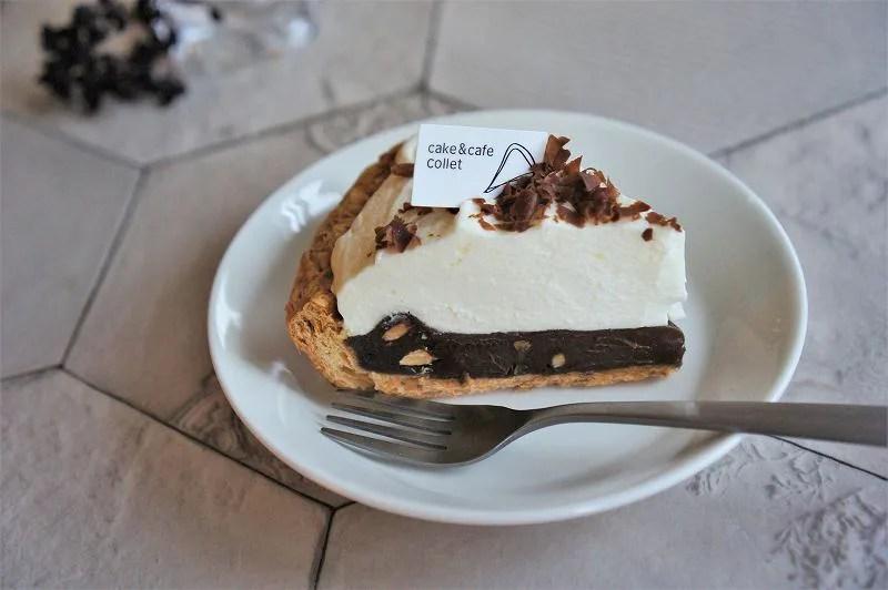 「cake&cafe collet(コレット)札幌三越店」の生チョコパイがテーブルに置かれている