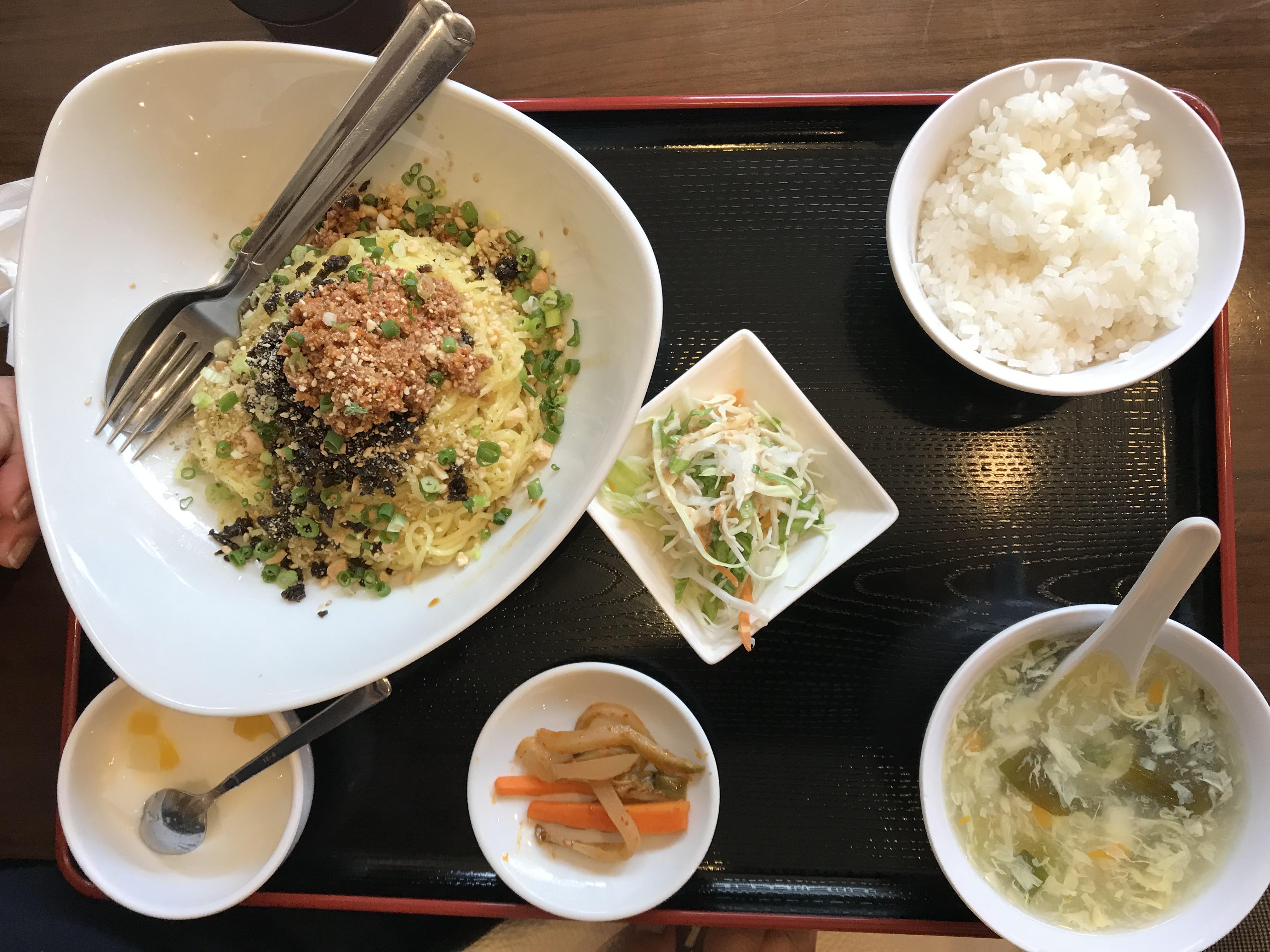 笹塚駅 家族で気軽に中華 四川料理が楽しめる 笹華 汁なし担々麵
