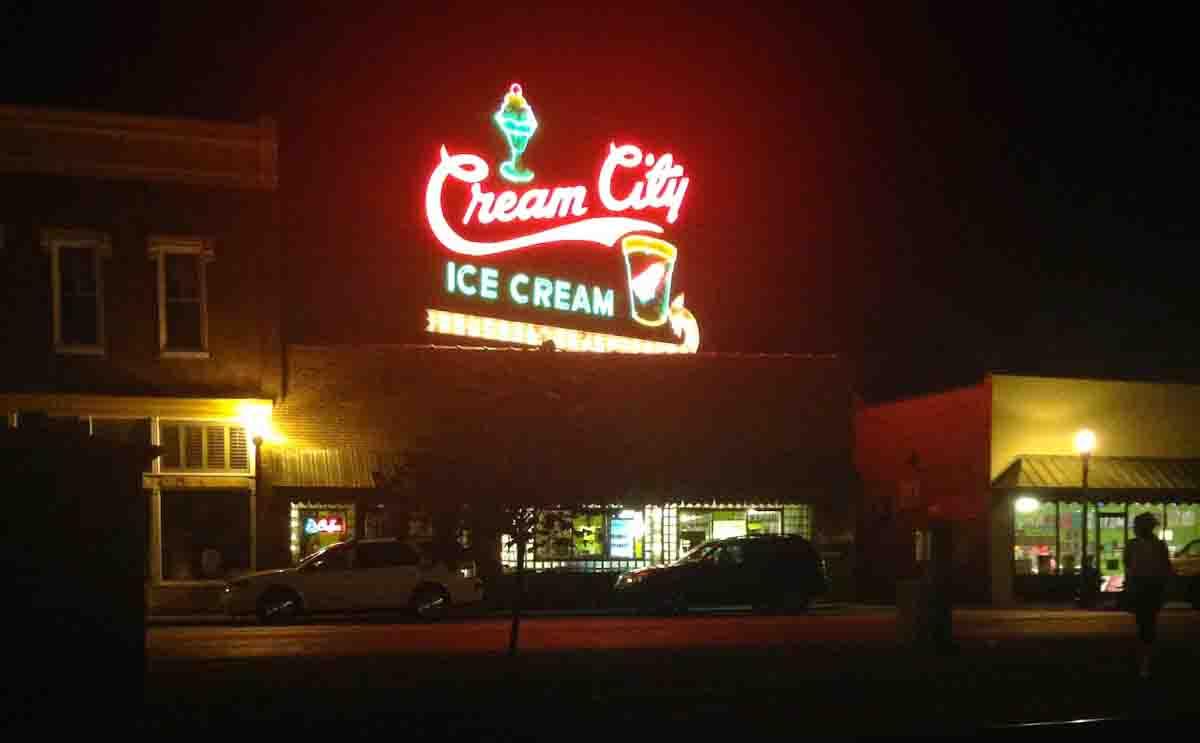 Creme City Sign at Night2