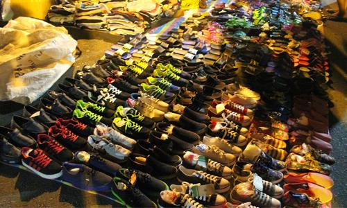 Baguio_City_Night_Market_shopping_footwear_1