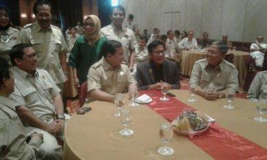 Saya sebagai ketua dewan prnasehat HKTI, bersama Bpk Prabowo Subianto ketua dewan Pembina HKTI, bpk Fadli Zon ketua umum HKTI, dalam acara Pelantikan dan rapat kerja nasional 2016 pengurus DPN dan HUT HKTI ke 43, di ballrom Hotel Redtop, Jakarta Pusat.