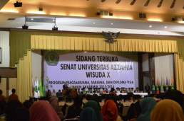 Sebagai Direktur Paska Sarjana Universitas Azzahra, mewisuda Mahasiswa Paska Sarjana Program Studi Ekonomi Syariah dalam Sidang Terbuka Senat Universitas Azzahra, Kamis (2/6) di Gedung Ardhiya Gharini, Halim Perdanakusuma Jakarta