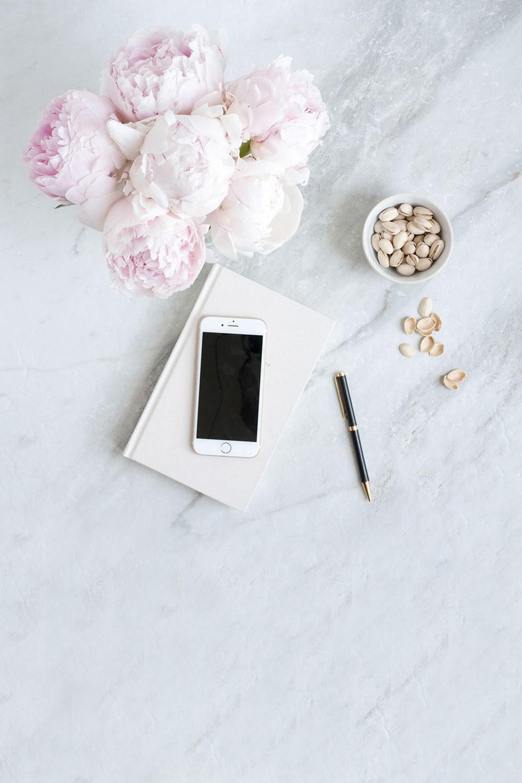 lifestyle designer pivoine iPhone carnet notebook crayon graphiste gourmandise marbre tendances