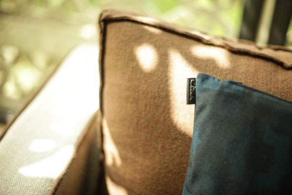 coussins canape villa marrakech sejour maroc coussins coton motif pattern ton sur ton bleu arabesque mix melange matiere brun beige deco
