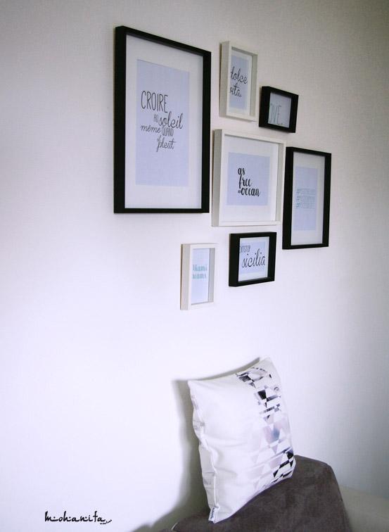 decoration salon coussin moderne graphique cadre association ikea femme noir et blanc photo danseuse angela vanoni canapé fly gris clair